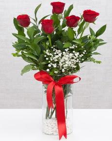 cam vazo içerisinde 5 adet kırmızı gül  Bilecik çiçekçi cicekciler , cicek siparisi