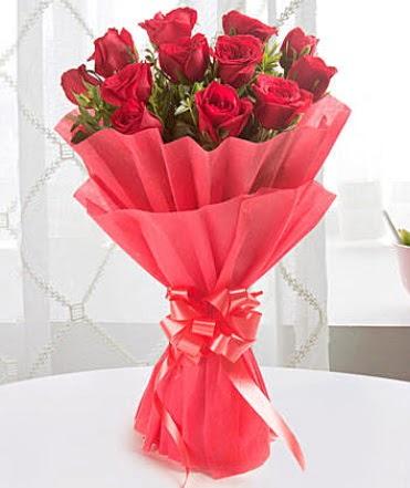 12 adet kırmızı gülden modern buket  Bilecik çiçekçi çiçek yolla