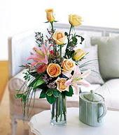 Bilecik çiçekçi çiçek , çiçekçi , çiçekçilik  cam yada mika vazo içerisinde gül kazablanka