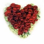 kalp biçiminde 15 gülden   Bilecik çiçekçi güvenli kaliteli hızlı çiçek
