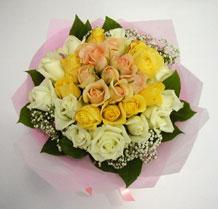 sari ve beyaz gül karisimda   Bilecik çiçekçi çiçek , çiçekçi , çiçekçilik