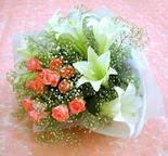 Bilecik çiçekçi çiçek yolla  lilyum ve 7 adet gül buket