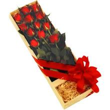 kutuda 12 adet kirmizi gül   Bilecik çiçekçi çiçek yolla