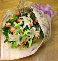 Bilecik çiçekçi internetten çiçek satışı  11 ADET GÜL VE 1 ADET KAZABLANKA