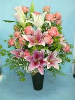 Bilecik çiçekçi internetten çiçek satışı  cam vazo içerisinde 21 gül 1 kazablanka