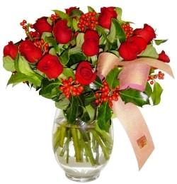 Bilecik çiçekçi çiçekçi mağazası  11 adet kirmizi gül  cam aranjman halinde