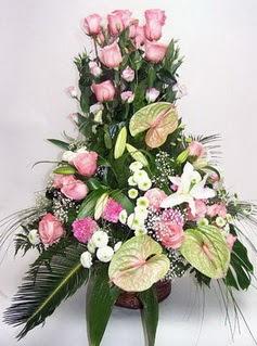 Bilecik çiçekçi ucuz çiçek gönder  özel üstü süper aranjman