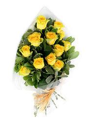 Bilecik çiçekçi güvenli kaliteli hızlı çiçek  12 li sari gül buketi.