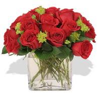 Bilecik çiçekçi çiçekçi telefonları  10 adet kirmizi gül ve cam yada mika vazo