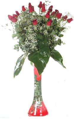 Bilecik çiçekçi uluslararası çiçek gönderme  19 ADET GÜL VE FIL CAM AYAGI