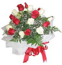Bilecik çiçekçi çiçek , çiçekçi , çiçekçilik  12 adet kirmizi ve beyaz güller buket