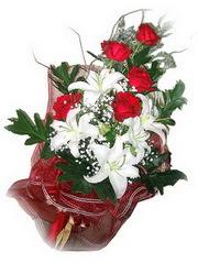 Bilecik çiçekçi kaliteli taze ve ucuz çiçekler  5 adet kirmizi gül 1 adet kazablanka çiçegi buketi