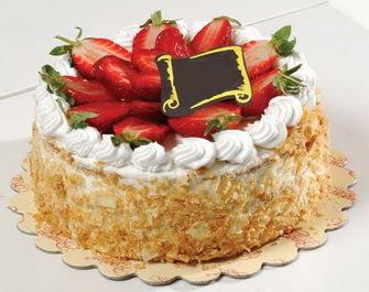 uygun pastaneler 4 ile 6 kisilik çilekli yas pasta lezzetli  Bilecik çiçekçi çiçek siparişi vermek