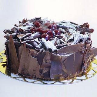 pasta yolla 4 ile 6 kisilik visneli çikolatali yas pasta  Bilecik çiçekçi çiçek siparişi sitesi