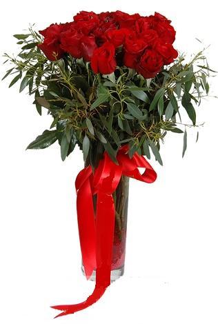 15 adet kirmizi gül cam vazo içerisinde  Bilecik çiçekçi internetten çiçek satışı