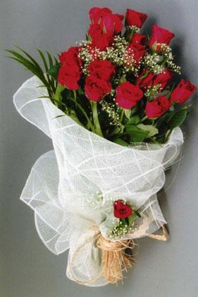 10 adet kirmizi güllerden buket çiçegi  Bilecik çiçekçi yurtiçi ve yurtdışı çiçek siparişi