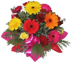 Karisik mevsim çiçeklerinden buket  Bilecik çiçekçi hediye sevgilime hediye çiçek
