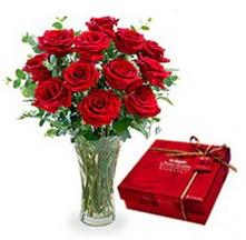 Bilecik çiçekçi çiçekçi mağazası  10 adet cam yada mika vazoda gül çikolata