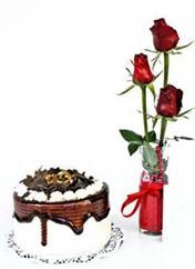 Bilecik çiçekçi çiçek siparişi vermek  vazoda 3 adet kirmizi gül ve yaspasta