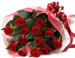 Bilecik çiçekçi anneler günü çiçek yolla  10 adet kipkirmizi güllerden buket tanzimi