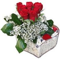 Bilecik çiçekçi güvenli kaliteli hızlı çiçek  kalp mika içerisinde 7 adet kirmizi gül