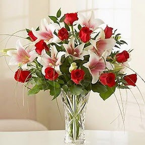 Bilecik çiçekçi çiçek mağazası , çiçekçi adresleri  12 adet kırmızı gül 1 dal kazablanka çiçeği