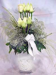Bilecik çiçekçi online çiçek gönderme sipariş  9 adet vazoda beyaz gül - sevdiklerinize çiçek seçimi