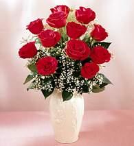 Bilecik çiçekçi çiçekçi mağazası  9 adet vazoda özel tanzim kirmizi gül