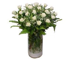 Bilecik çiçekçi yurtiçi ve yurtdışı çiçek siparişi  cam yada mika Vazoda 12 adet beyaz gül - sevenler için ideal seçim