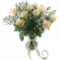 Vazoda 8 adet beyaz gül  Bilecik çiçekçi 14 şubat sevgililer günü çiçek