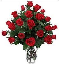 Bilecik çiçekçi çiçek siparişi sitesi  24 adet kırmızı gülden vazo tanzimi