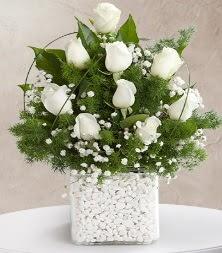 9 beyaz gül vazosu  Bilecik çiçekçi çiçek satışı