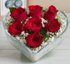 Kalp içerisinde 7 adet kırmızı gül  Bilecik çiçekçi çiçek gönderme sitemiz güvenlidir