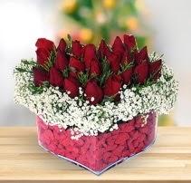 15 kırmızı gülden kalp mika çiçeği  Bilecik çiçekçi çiçek satışı