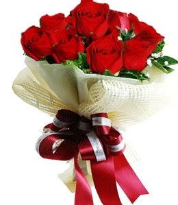 9 adet kırmızı gülden buket tanzimi  Bilecik çiçekçi çiçek gönderme sitemiz güvenlidir