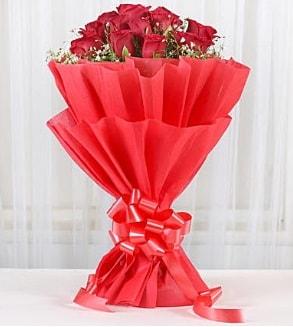 12 adet kırmızı gül buketi  Bilecik çiçekçi hediye çiçek yolla