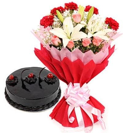 Karışık mevsim buketi ve 4 kişilik yaş pasta  Bilecik çiçekçi çiçekçi mağazası